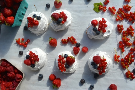 Seasonal Pavlovas