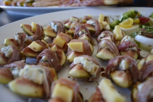 Fresh Figs with Gouda and Blue Cheese with a Proscuitto Strip